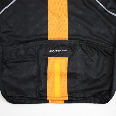 3バックポケット仕様。走行中の動きや振動でポケットに入れたものが飛び出ないような特殊設計になっています。