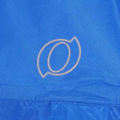 左胸に反射オーバルマークをプリントしました。夜間の視認性が高まります。