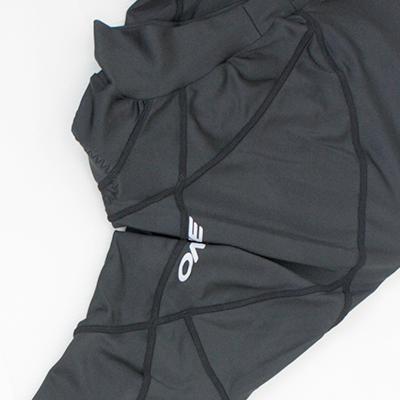 衣服にかかる余計な締め付けを回避して、スムーズなペダリングを可能にする女性専用設計。