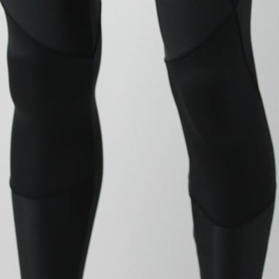 ポリウレタン繊維を含む伸縮性のある素材。アクティブな動きにも快適な運動性を実現します。