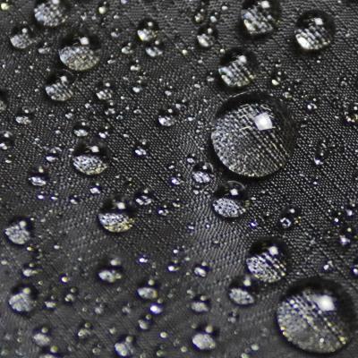 ボディ素材に高耐水圧でありながらしなやかな風合いを持つ3層フィルムラミネート素材を採用。