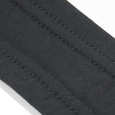 通気と着用感を考慮して、ストレッチ性高いメッシュ素材を採用。