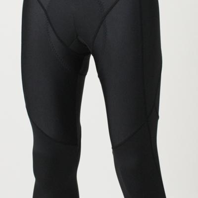 衣服にかかる余計な締め付けを回避して、スムーズなペダリングを可能にする設計。