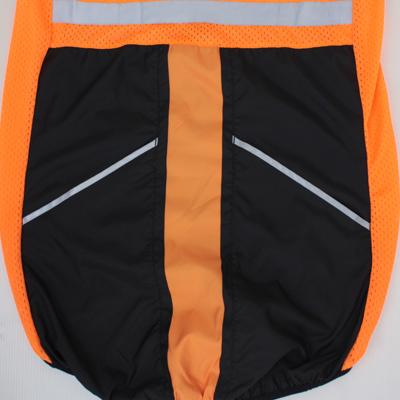 着用をした際でもジャージシステムポケットからスムーズにドリンクなどが出し入れできるようにスルーポケットを配置。