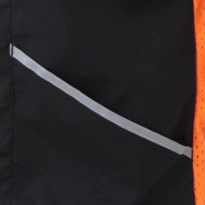 ポケット口には後からの視認性を考慮して、再帰反射テープでトリミング。