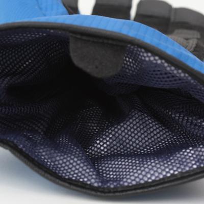 インナーにメッシュをすることで装着時のムレを軽減します。