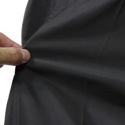ストレッチ性150%を誇るエアブレーカー素材を採用。ライディング時のストレスの原因となるパンツのつっぱり感を軽減。