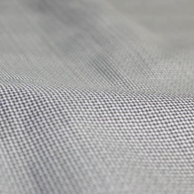 素材は軽量な防水透湿2.5層素材を使用し、カジュアルな見た目の中にしっかりとアウトドア仕様を取り込んでいます。