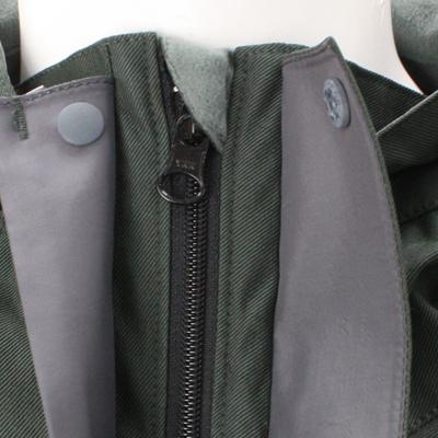 内前立上部はファスナースライダーの不快なアタリを防ぐ仕様。