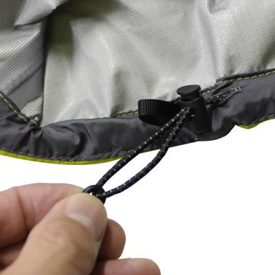 裾口からの雨風の侵入を防ぎます。