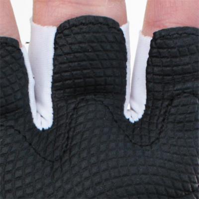 掌側の指先を円形状にすることで脱しやすい設計になっています。