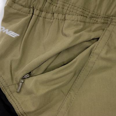 右ポケットには、ポケットとは別にコンシールファスナーが付いていて小物等を落とさないよう収納できる仕様