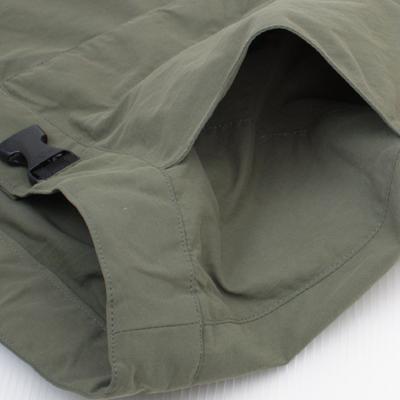両脇にはミニポケットが付いており、小物や補給食を入れておくのに便利です。