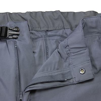 裾上げを考慮して、ドローコードがない仕様になっています。