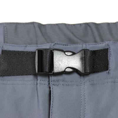 ウエストバックル仕様 脱ぎ着が簡単なウエストバックル仕様。