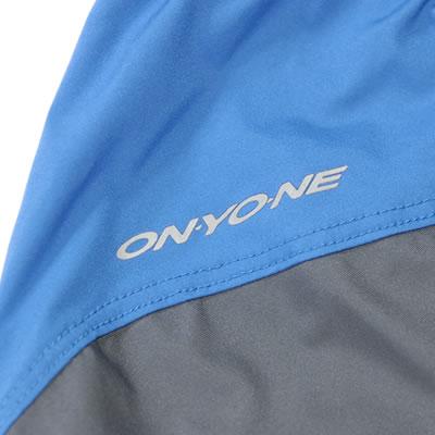 ONYONE反射ロゴプリント ONYONE反射ロゴプリントで夜間の視認性が高まります。