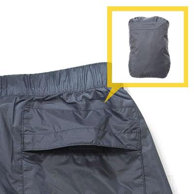 後ポケットに全体を巻込むように収納する事が可能です。持運びが便利になります。