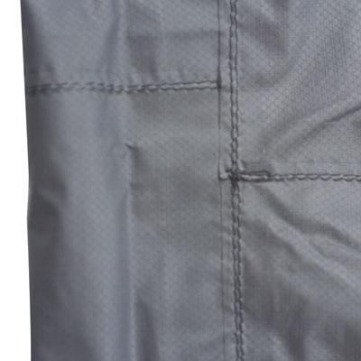 縫製部分から水の浸入を防ぐ為に施される加工でテープは薄くて丈夫なシームテープを使用することによりしなやかさを実現しました。