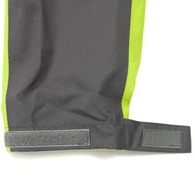 袖口はベルクロにて調整が可能です。