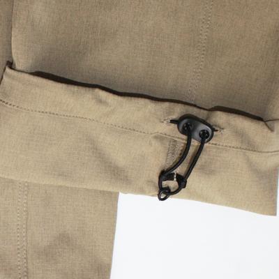 裾口はドローコード+ストッパーアジャスト付き。運動時のバタつき解消や丈の調整にも使用可能です。