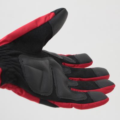 握る・掴むといった動作が考慮された縫製仕様。