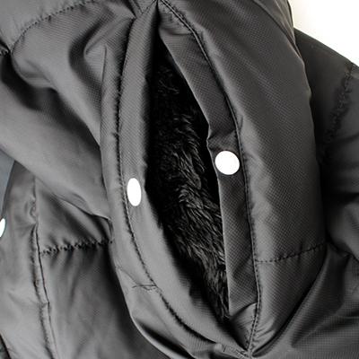 ポケット甲部分がフリースになっており、ハンドウォーマーとして使用可能。