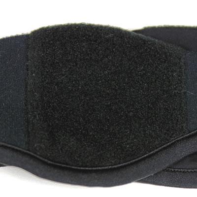 起毛部分の毛足が長く、保温効果の高いフリース素材を配置。