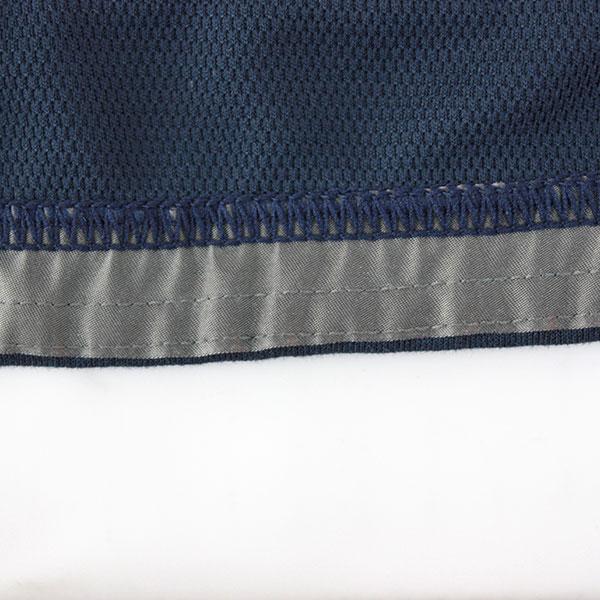 激しい動きの中でもウエア自体のズリ上がりを軽減する為に、軽量でしなやかな滑り止めテープを裾裏に採用。
