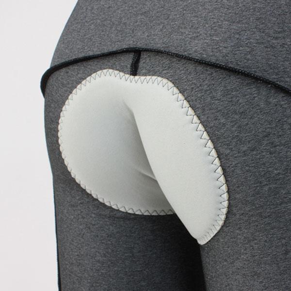 パッドは表面の素材をソフトな肌触りで、クッションは柔軟性を重視した、立体成型による3D PADのコンフォートパッドを採用。