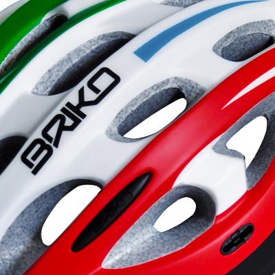 ヘルメット内の通気性を確保するベンチレーション。