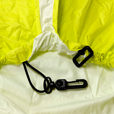 固定フック パックカバーとザックを固定しパックカバーの脱落を防ぎます。