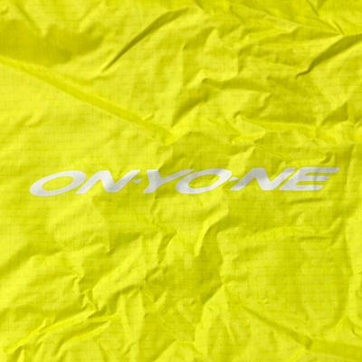 ONYONEロゴ パックカバーの背面にONYONEロゴをプリント。