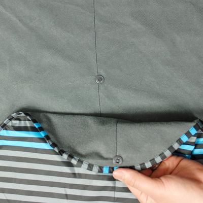 後裾部分を内側に織り込むと2段階に後裾の高さを調節できます。
