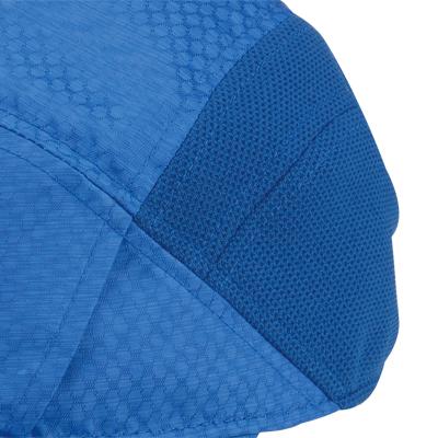 通気性のあるメッシュ素材を配置しているのでキャップ内に湿気がこもるのを軽減します。