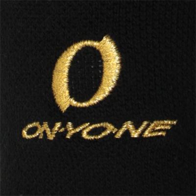 ゴールドの刺繍で高級感のあるブランドロゴに