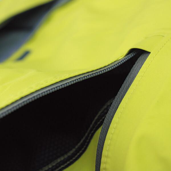 止水ファスナーポケットは水の侵入を防ぎます。