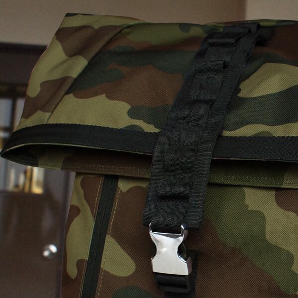 荷物の量に合わせてフタの位置調整が可能。
