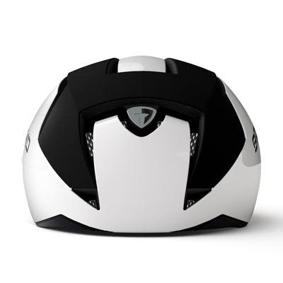 ヘルメット素材はポリスチレンとポリカーボネイトキャップから構成され、非常に軽量で衝撃に対する吸収力を備えています。これらを結合することで耐久性とコンパクト性を実現しました。
