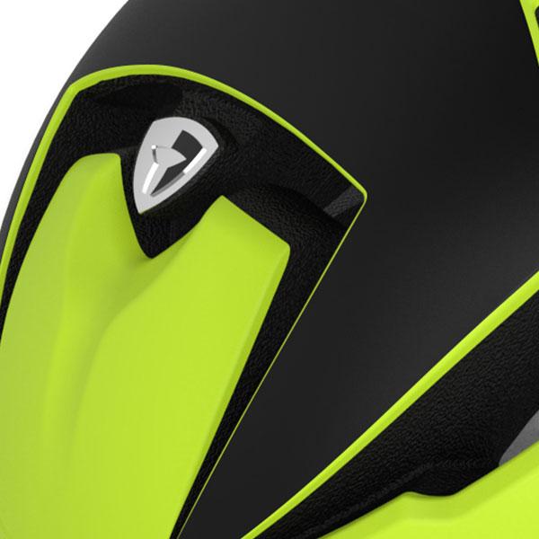 ヘルメット素材はポリスチレンとポリカーボネイトキャップから構成され、非常に軽量で衝撃に対する吸収力を備えています。これらを結合することで耐久性とコンパクト性を実現しました