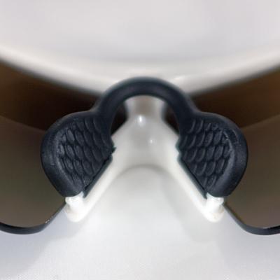 低速でも効率良く通気性を確保することで曇りにくいレンズ状態を保ちます。
