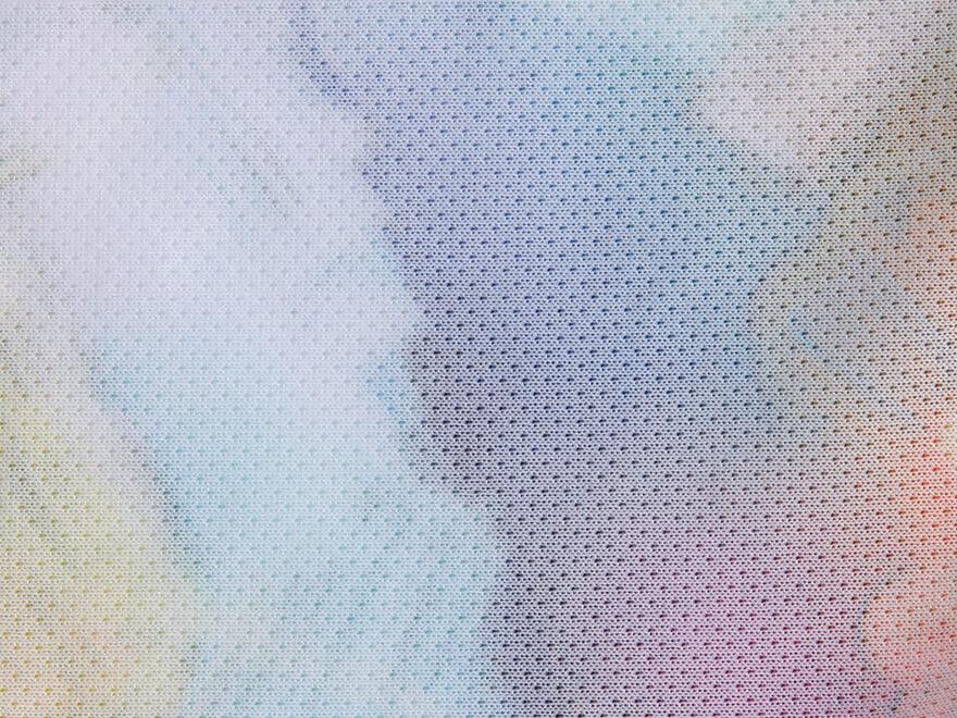 吸汗速乾:汗を素早く吸収して乾燥させ、衣服内をドライで快適な状態に保つ素材。