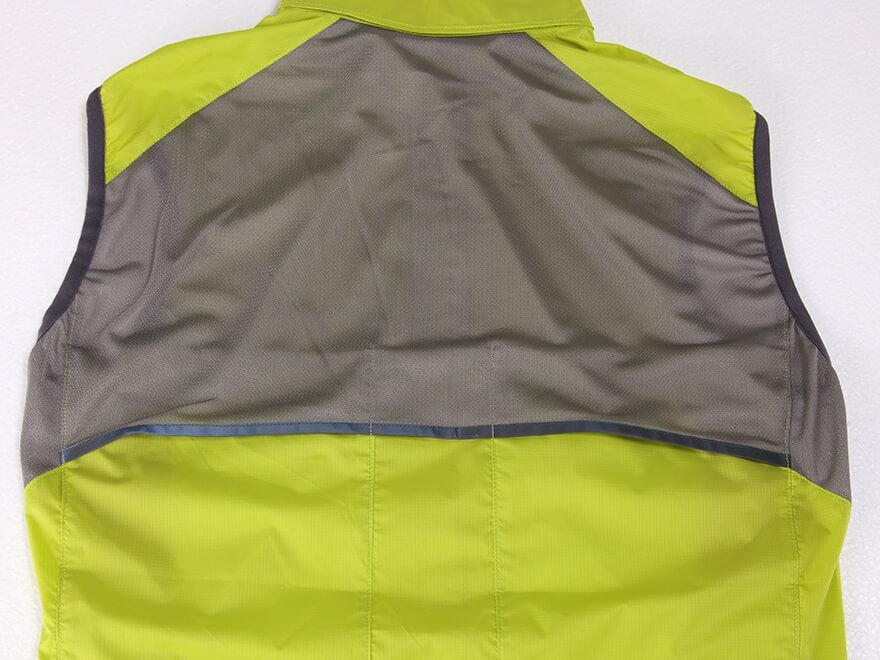 ベンチレーション(メッシュ):汗・熱の溜まりやすい箇所のベンチレーションにより、衣類内のムレを軽減。