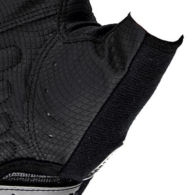 走行時の汗拭き用として吸汗速乾機能を持つ素材を親指上部に配置。
