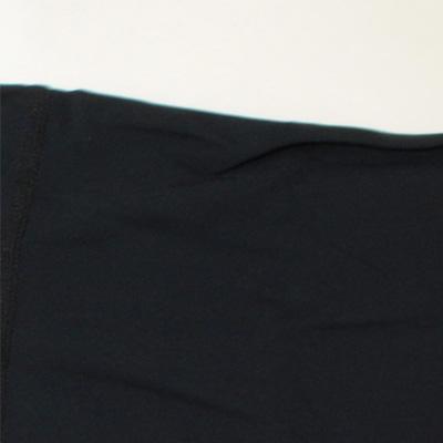 肌触りかよく、保温性のある2WAY裏起毛ストレッチ素材を採用。