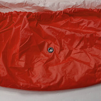 パックカバー底には、アイレットで水抜き穴付き。