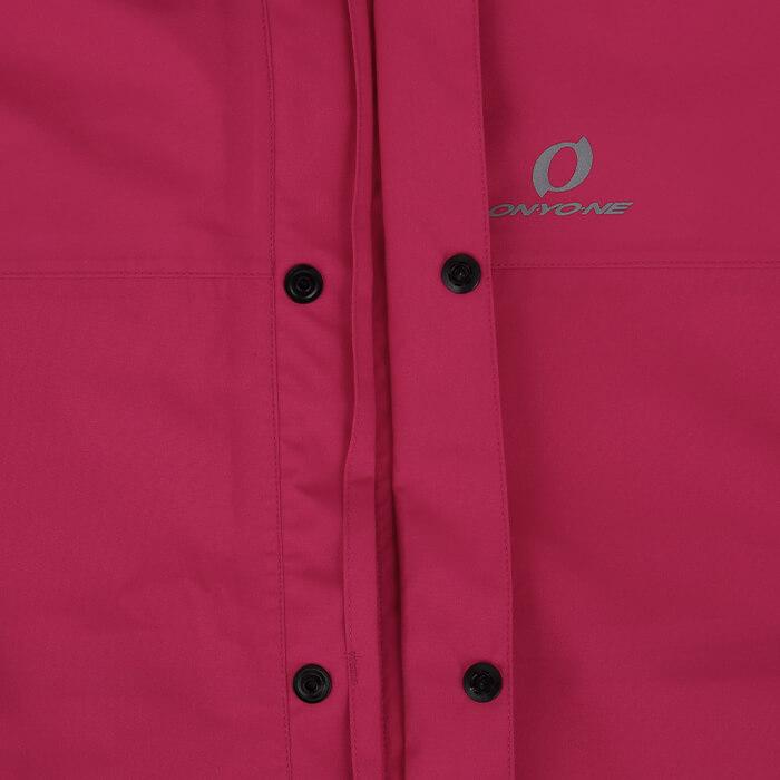 ジャケット二重比翼:横からの雨の侵入を防ぐ二重比翼仕様。