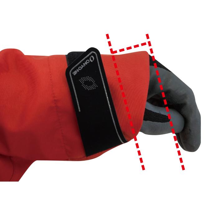 手の甲が露出しにくい袖口の形状です。