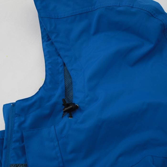 フーデットタイプで軽量ですっきりした衿仕様です。