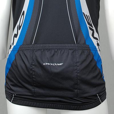 バックポケット 3バックポケット仕様。走行中の動きや振動でポケットに入れたものが飛び出ないような特殊設計になっています。