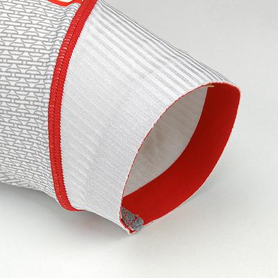 袖口に生地のほつれを防ぐ特殊接着加工を採用。無駄な締め付けを軽減し、よりストレスの少ない設計となっています